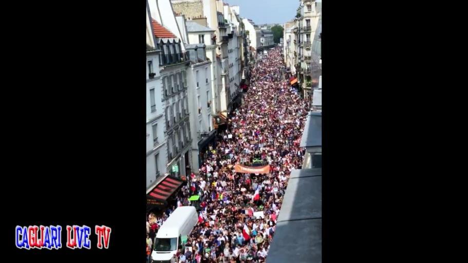 manifestazione parigi francia contro green pass